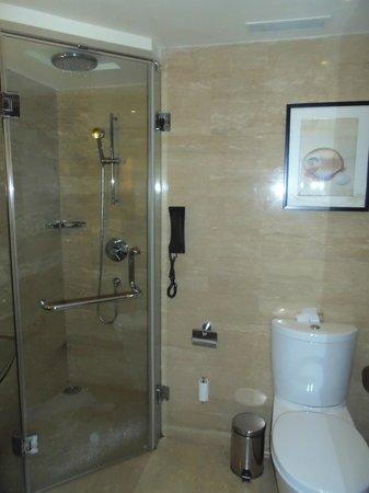 Vivanta by Taj - Panaji: Bathroom