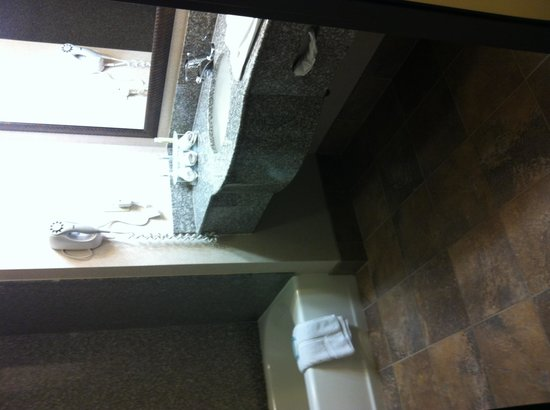 Holiday Inn Express Yreka-Shasta Area: Nice bathroom floors