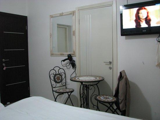 Loui Hotel: room