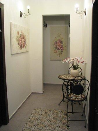 Loui Hotel: corridor
