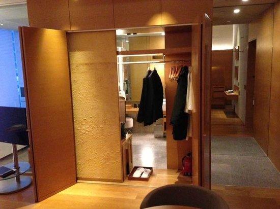 Park Hyatt Seoul:                   closet