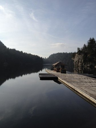 Mohonk Mountain House:                   The lake in the morning
