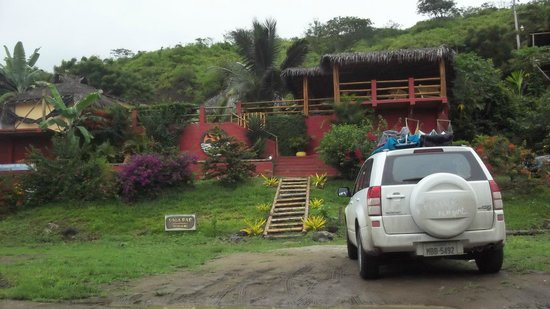 La Buena Vida Hotel- Ayampe:                                     View from road