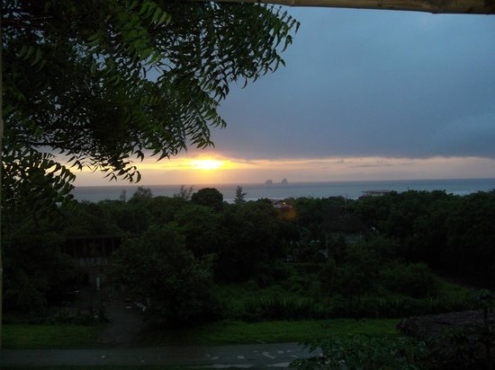 La Buena Vida Hotel- Ayampe:                                     beautiful sunsets everynight