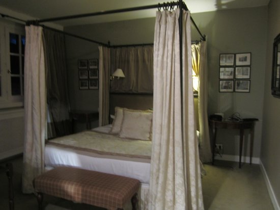 Pand Hotel Small Luxury Hotel: lovely 4 poster bed