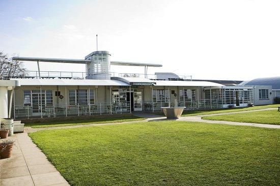 The Aviator Hotel: Garden area overlooking the Airfield