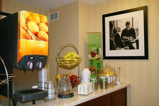 Hampton Inn Cornelia : Breakfast Station