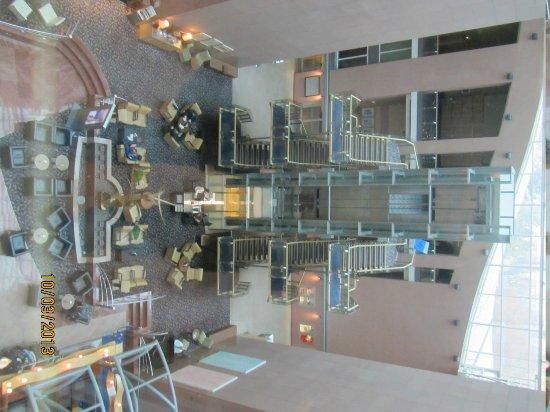 Hilton Frankfurt City Centre: Lobi