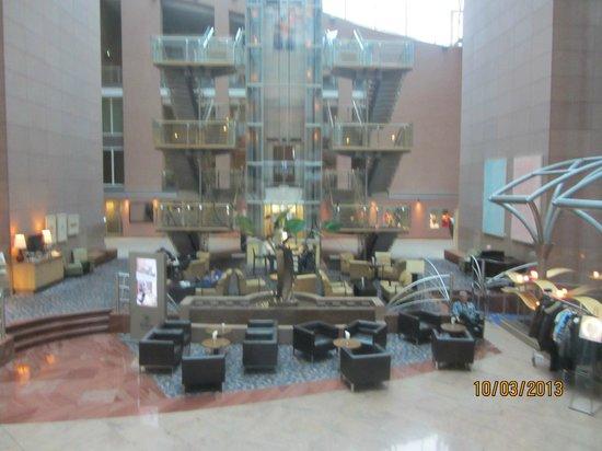 Hilton Frankfurt City Centre: Lobi & İş Merkezi