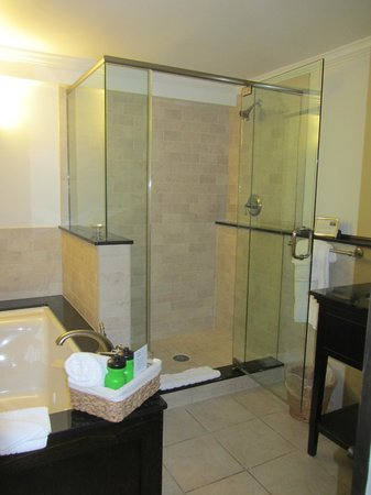 Atlantean Cottage : Edgemere Bathroom