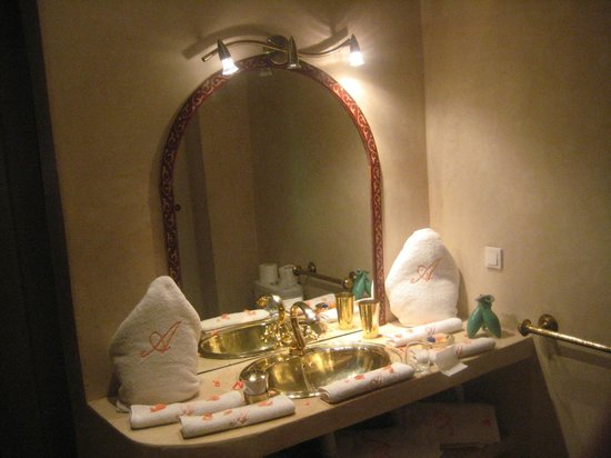 Riad Adriana: Bathroom