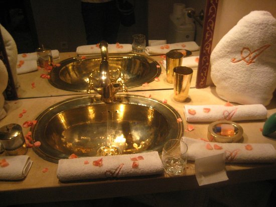 Riad Adriana: Bathroom Sink