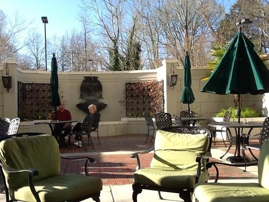 ‪هامبتون إن فيكسبيرج: courtyard at hampton inn vicksburg‬