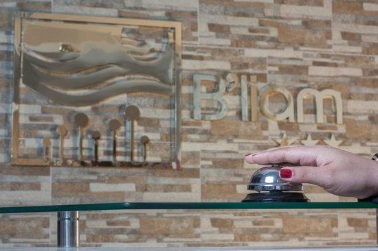 Hotel B'liam: Recepcion