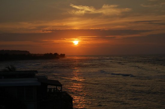 Villa Tropical Oceanfront Apartments on Shacks Beach: Our sunset view