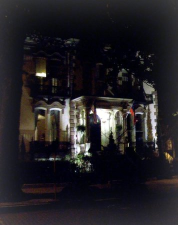 Hamilton-Turner Inn: Inn at night