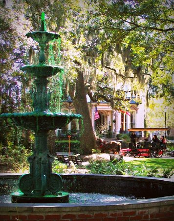 Hamilton-Turner Inn: The fountain in The fountain in Lafayette Square with the inn and a carriage in background.