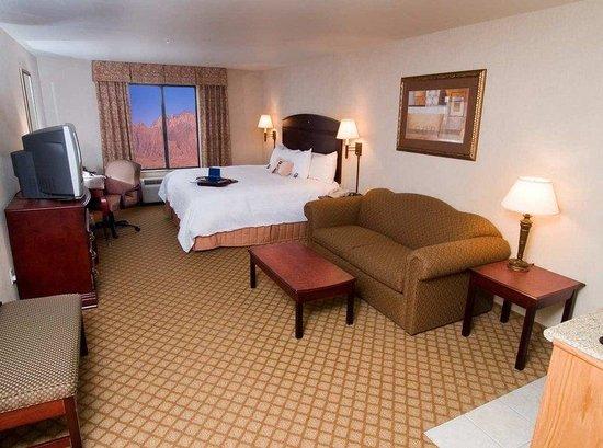 Hampton Inn & Suites Gallup: Bedroom Suite East