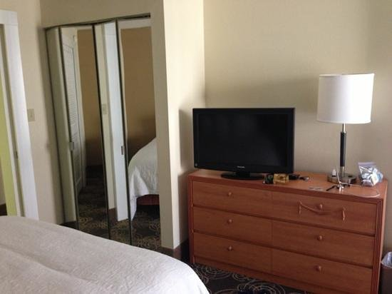 Hampton Inn & Suites Orlando/East UCF Area:                   TV