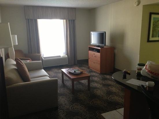 Hampton Inn & Suites Orlando/East UCF Area:                   Living Room