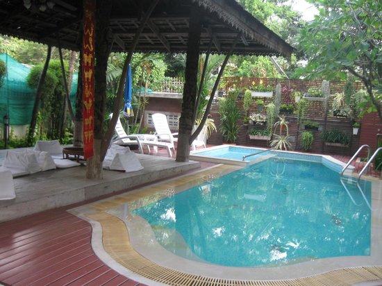 Charlie House Pinklao:                   poolside- warning-no heat in pool