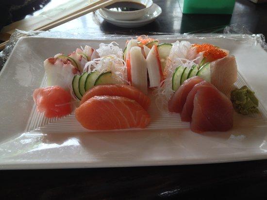 Tepan Noodle :                   Sashimi - Mmmm beautiful!!!