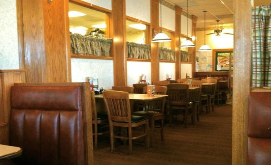 warm decor, like being at home on the farm. - picture of bob evans