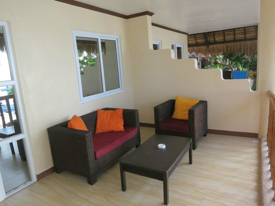 Ocean Vida Beach & Dive Resort: Veranda on sea front deluxe room