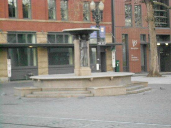 Skidmore Fountain: the fountain