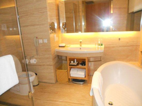 Marco Polo Parkside Beijing: Modern Bath