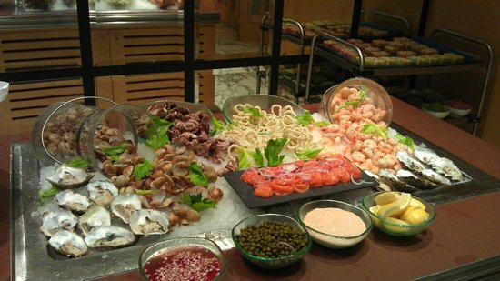 Can Can Brasserie:                                     seafood buffet section