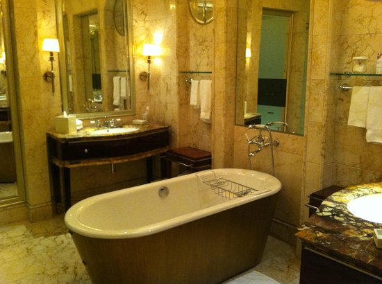 The St. Regis Singapore:                   A tub