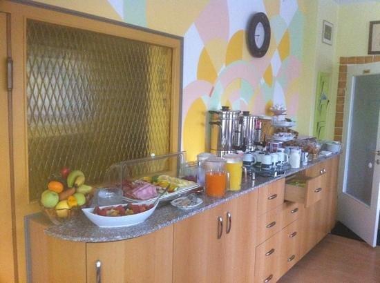Guesthouse Gartenhotel:                   Frühstücksbüffet