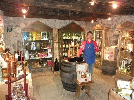 Garní Stella Alpina: Collezione di grappe nella nostra Enoteca Valentini