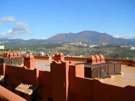 Apartamentos Manilva Green: Mountain view from terrace