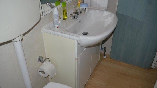 Wasserschaden am Unterschrank und Türe zum Bad - Bild von Flaminio ...