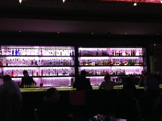 bar fifty nine im InterContinental Dusseldorf: Вид на бар