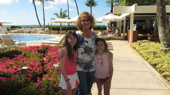 Halekulani Hotel: At the pool !