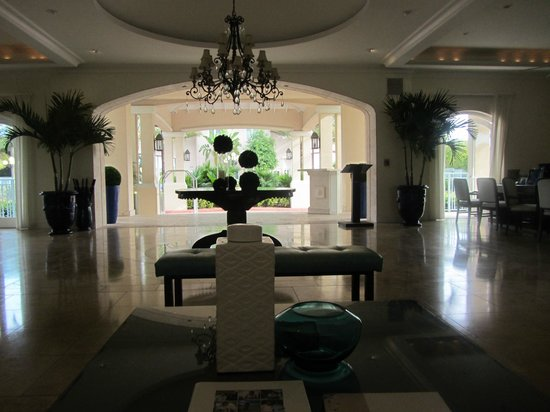 Seven Stars Resort & Spa: The airy lobby