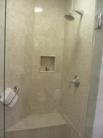 Seven Stars Resort & Spa: Big marble shower