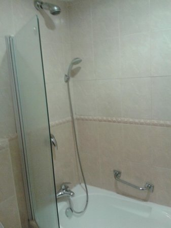 BON Hotel Abuja:                   bathroom