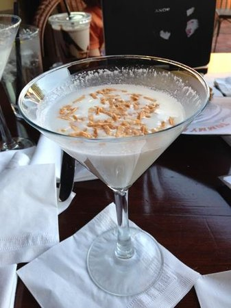 Tommy Bahama's Restaurant & Bar : coconut cloud martini - awesome!