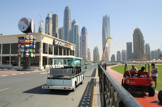 Skydive Dubai: Golfette pour aller à l'avion