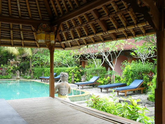 Gayatri Bungalows: piscine