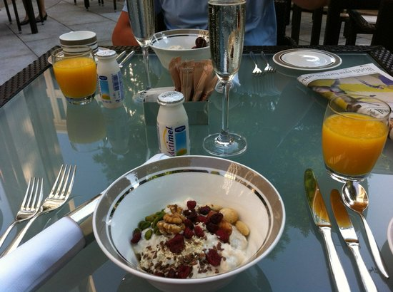 The Charles Hotel:                   Breakfast outdoors