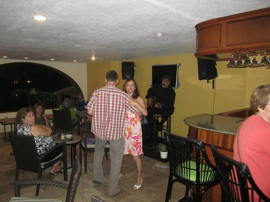 Samba Vallarta All Inclusive: Lobby bar with live entertainment