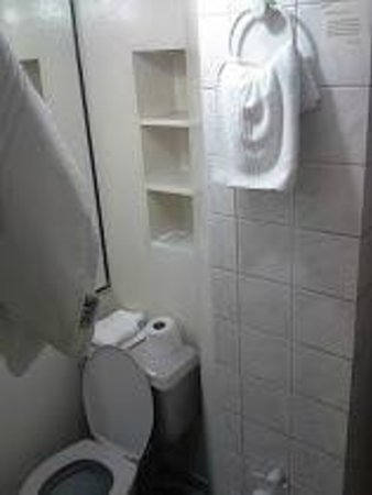 Riviera Hotel: Banheiro / Bathroom