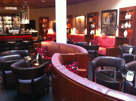 The Charles Hotel:                   Lobby lounge