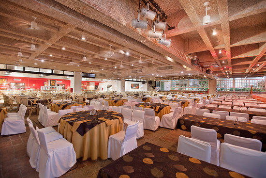 La Pergola - Buffet Dinner Theater: La Pergola: Show and Dinner Buffet