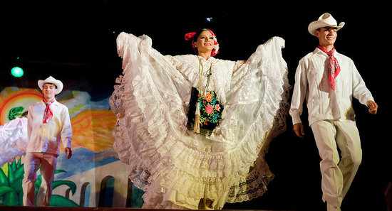 La Pergola - Buffet Dinner Theater: Mexican dance